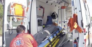 Accident înfiorător în Iaşi. În comă, după ce a intrat cu maşina într-un stâlp