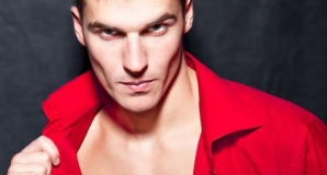 Cum sunt percepuți bărbații îmbrăcați în roșu