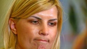 """Iulia Albu, despre ţinuta Elenei Udrea: """"Arată de parcă s-ar duce la un cocktail party"""""""