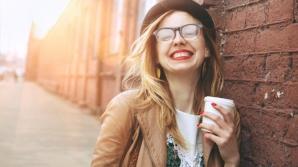 Cum să-ţi ascunzi firele albe cu cafea