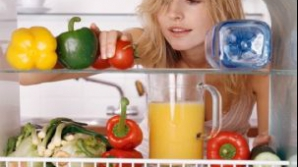 Simţi nevoie să mănânci când te plictiseşti? Iată ce alimente poţi consuma fără probleme