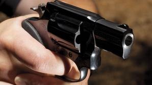 Politician împuşcat mortal în timp ce mergea spre casă, sub protecţia poliţiei