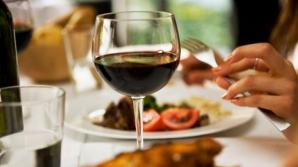 Cinci trucuri la care apelează restaurantele pentru a te face să mănânci în exces