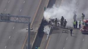 Patru morţi după prăbuşirea unui avion uşor pe o autostradă, în Statele Unite