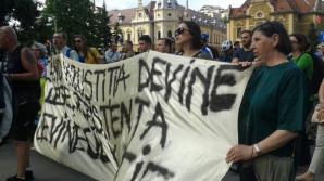 România încearcă să supravieţuiască. Mai poate strada să-şi impună voinţa în faţa politicienilor?