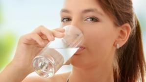 Câtă apă trebuie să bem pe zi pentru a ne hidrata corect. Recomandările nutriţioniştilor