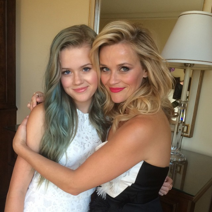 Nu vezi dublu! Reese Witherspoon şi fiica sa adolescentă, copii la indigo