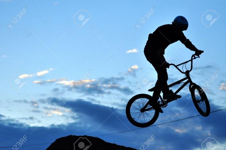 Du-te cu bicicleta la Electric Castle si poți câștiga 10 abonamente