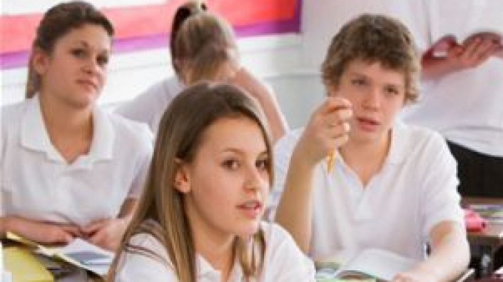 Consiliul Naţional al Elevilor cere modificarea structurii anului şcolar