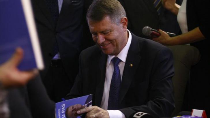 Ce scrie Klaus Iohannis în noua sa carte despre Traian Băsescu