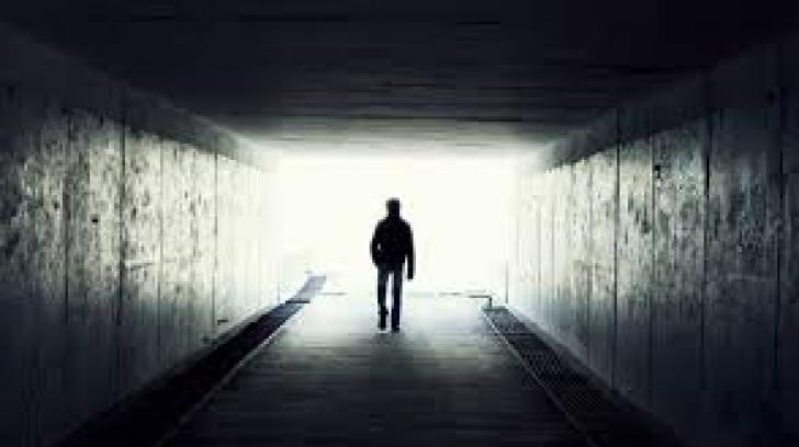 """Ce se întâmplă când mori. Răspunsurile unor oameni care au """"înviat"""""""