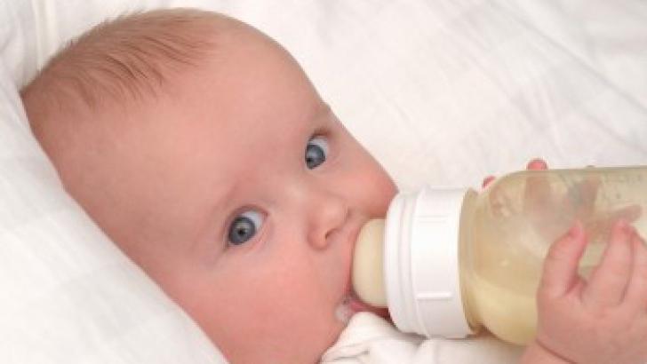 Cum se desfundă corect nasul bebeluşului