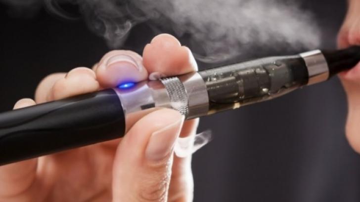 Tânăr de 21 de ani, rănit grav după ce ţigara electronică i-a explodat