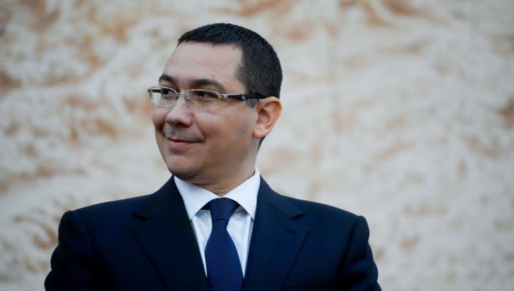 Cum se lăuda Ponta în 2013 cu o investiție Holzindustrie și cum Iliescu îl decora pe patron în 2014