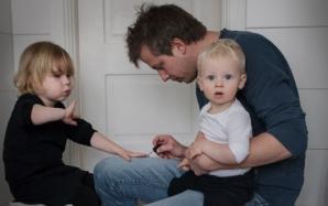 Tații, 3 luni de concediu de creștere a copilului în Suedia