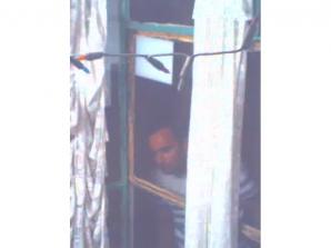 Bărbat căutat de poliţişti după ce a agresat sexual patru copii în liftul unui bloc din Capitală