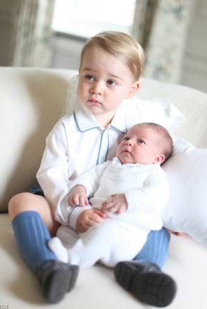 Prinţesa Charlotte şi Prinţul George, fotografiaţi de mama lor, Ducesa de Cambridge