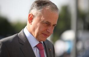 Mircea Geoană, atac la premierul absent