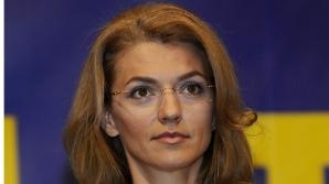 Alina Gorghiu: Premierul se ţine scai de putere, duce statul român într-o criză politică