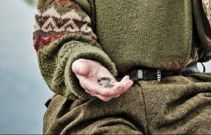 Pensionarii din România, obligați să cerșească