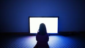 Cum îţi dezlipeşti copilul din faţa televizorului