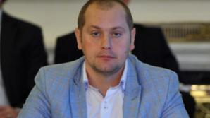"""Fratele unui deputat celebru, snopit în bătaie în sediul Poliţiei: """"Mi-au spart capul"""""""