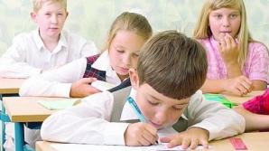 <p>Sute de elevi, găsiţi cu păduchi şi roşu în gât. Situaţia este îngrijorătoare</p>