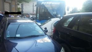 Tamponare în lanț: opt mașini au fost lovite de un autobuz