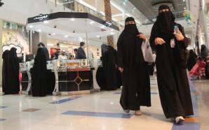 Femeia de origine arabă a ucis-o pe româncă în toaleta unui mall.