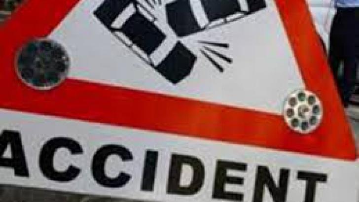 Accident cumplit în Capitală: doi răniţi, trei maşini distruse