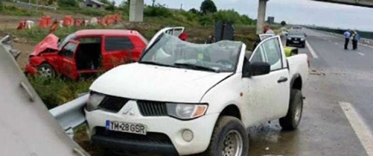 Accident cu şapte răniţi, pe autostrada Nădlac-Arad. Un şofer a lovit un utilaj plin cu muncitori
