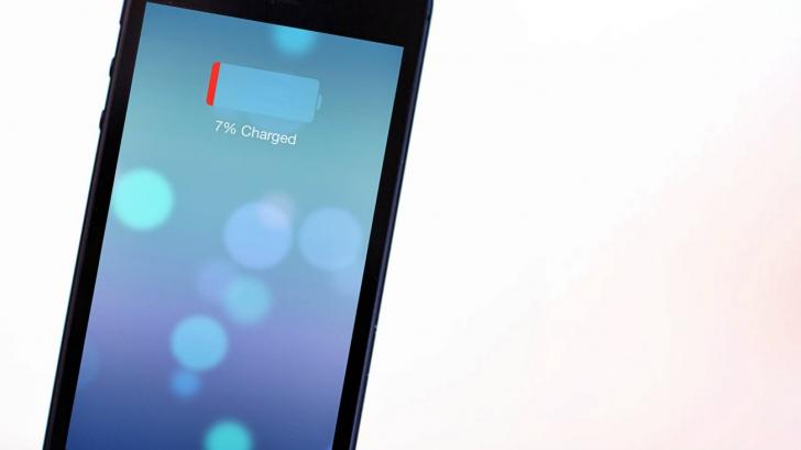 Cum te minte Apple că ai mai multă baterie pe iPhone!