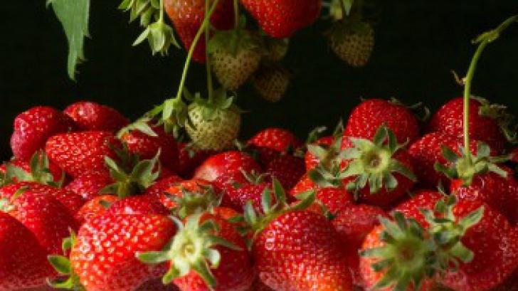 <p>Zece beneficii uluitoare ale consumului de căpșune</p>