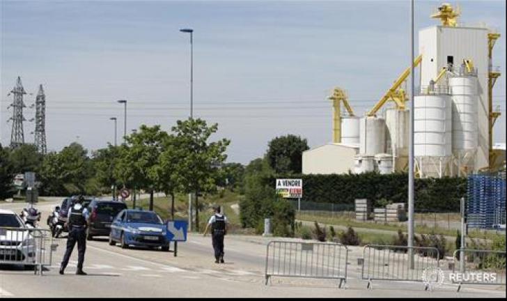 Un om decapitat și mai mulți răniți, într-un atac terorist, în Franța. Un prim suspect, arestat