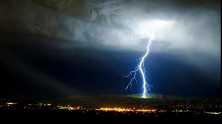 Cod galben de ploi, descărcări electrice și grindină. Iată zonele vizate