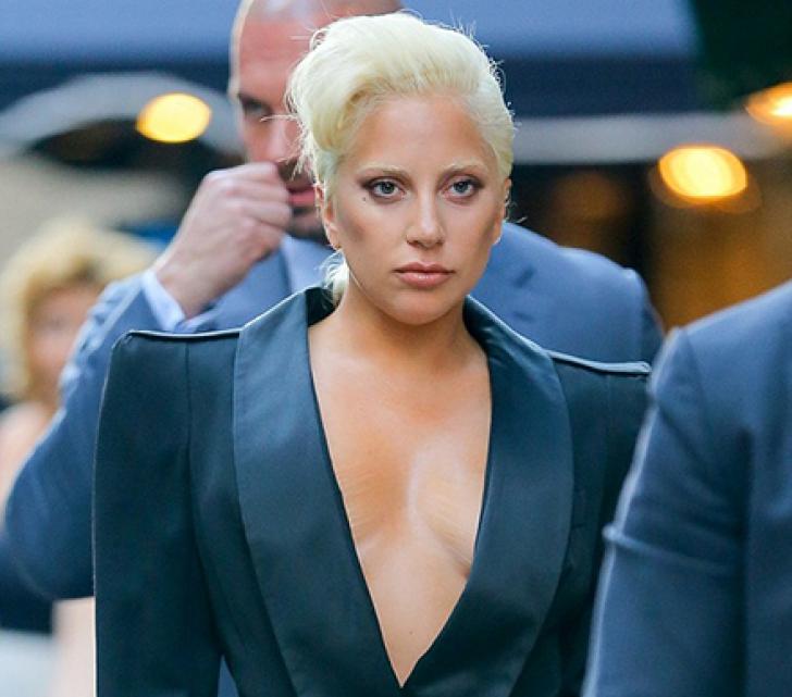 Lady Gaga e plină de vergeturi! Cum s-a afișat fără nicio rușine
