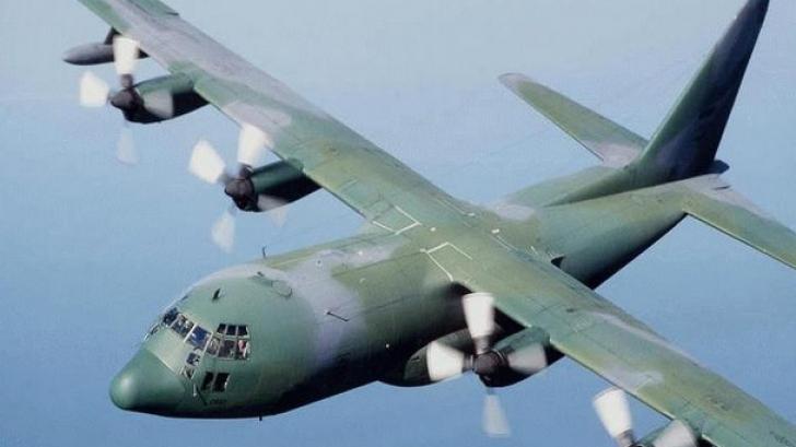 Avion militar, prăbuşit într-o zonă rezidenţială: cel puţin 30 de morţi