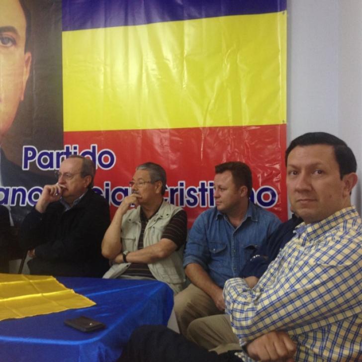 Dragoş Dolănescu, alături de colegii din partidul său