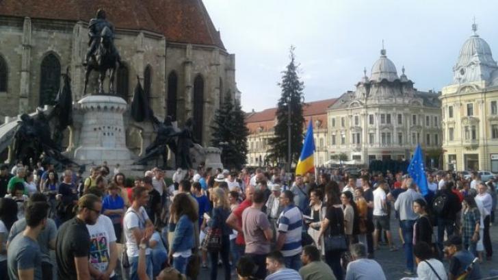 Miting anti-Ponta, la Cluj. Sute de oameni cer demisia premierului, în stradă!