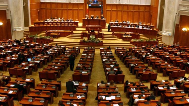 Deputații decid dacă se reduce numărul de parlamentari și dacă se revine la votul pe liste