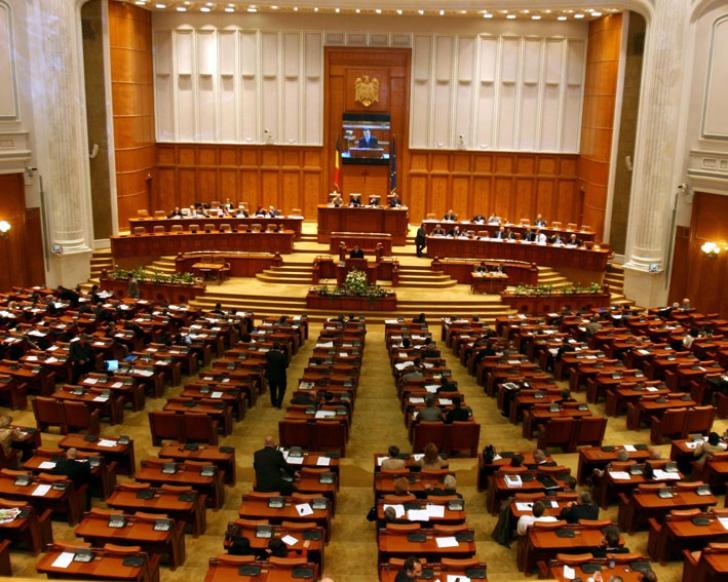 Codul Penal, amânat pentru toamnă de către deputații juriști