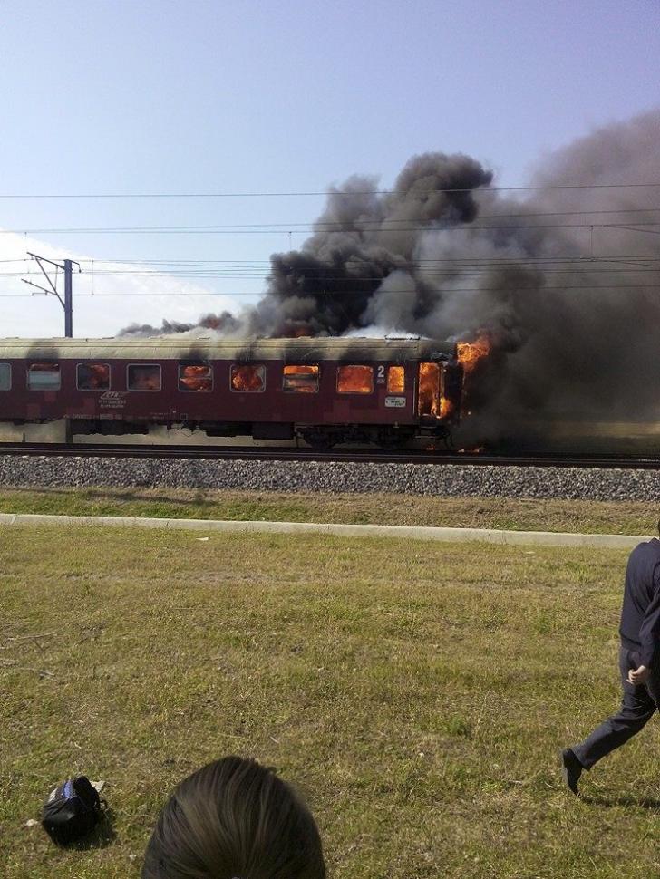 Incendiu într-un tren care circula pe ruta București-Constanța: Zeci de pasageri, evacuaţi