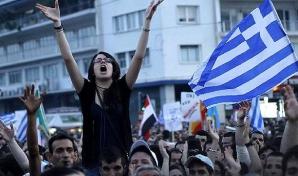 Grecii, din noua in strada