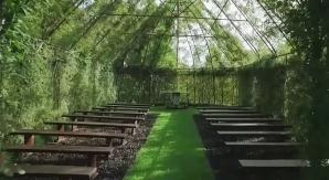 A construit o biserică din copaci. Iaţă cum arată