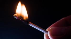 Halucinant! O femeie a murit după ce poliţiştii i-au dat foc