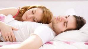 Ce spune poziţia în care dormi despre relaţia ta