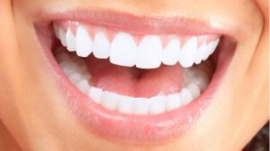Cum să îţi albeşti dinţii cu ulei de cocos