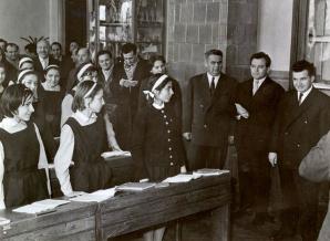 """Comise de examinare din perioada comunismului care vizitează liceul """"Nicolae Bălcescu din Bucureşti"""""""