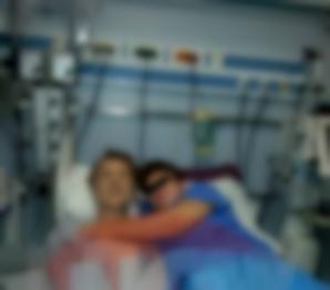 Cine este femeia care s-a fotografiat cu Gabriel Cotabiţă pe patul de spital