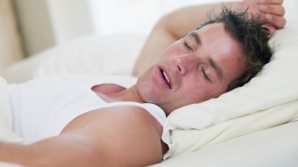 Cum să dormi mai bine în nopţile caniculare